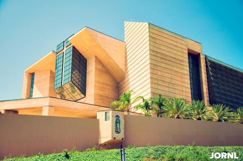 Собор Пресвятой Девы Марии Царицы Ангелов в Лос Анджелесе архитектора Хосе Рафаэля Монео Вальеса